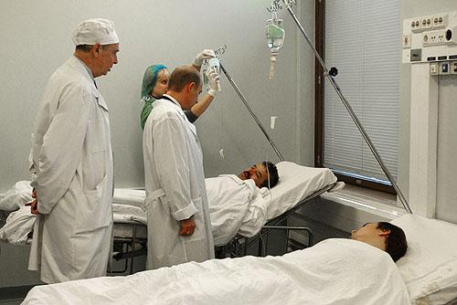 Putin visita vitimas no hospital