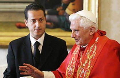 Papa Bento XVI com seu mordomo Paolo Gabriele