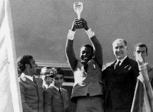 General Emílio Garrastazu Médici com Pelé