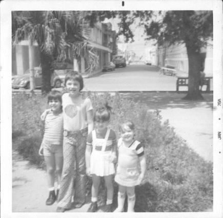 Primo Éverton (esquerda), eu, prima Simone e mana Flávia