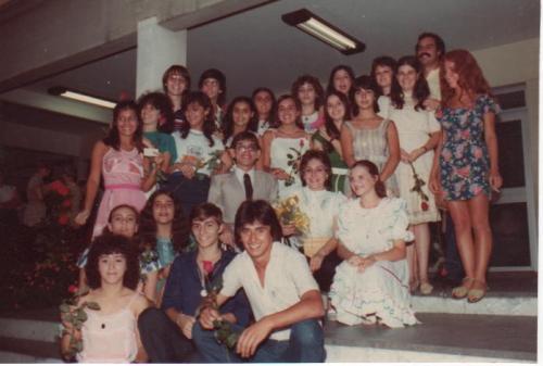 Foto da Formatura de  2º grau do Colégio Sévigné (Éden está de terno e gravata no centro)
