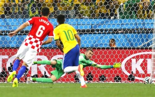 Gol de empate de Neymar para o Brasil contra a Croacia [Fonte: site Globoesporte.com]
