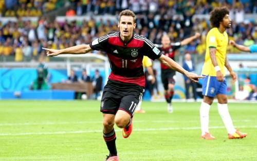 Klose comemora o segundo gol da Alemanha contra o Brasil [Fonte: site globoesporte.com]