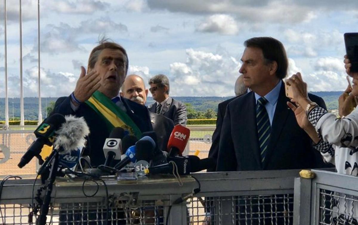 bolsonaro-ao-lado-do-humorista-carioca-no-palacio-da-alvorada